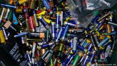 تجنب استخدام البطاريات لحماية البيئة