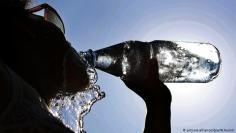 تجنب شرب الماء بصورة كبيرة قبل النوم