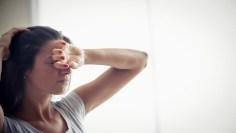 """متى يكون الشعور بالإرهاق علامة على """"كوفيد-19"""" أو الزكام أو إنفلونزا؟"""