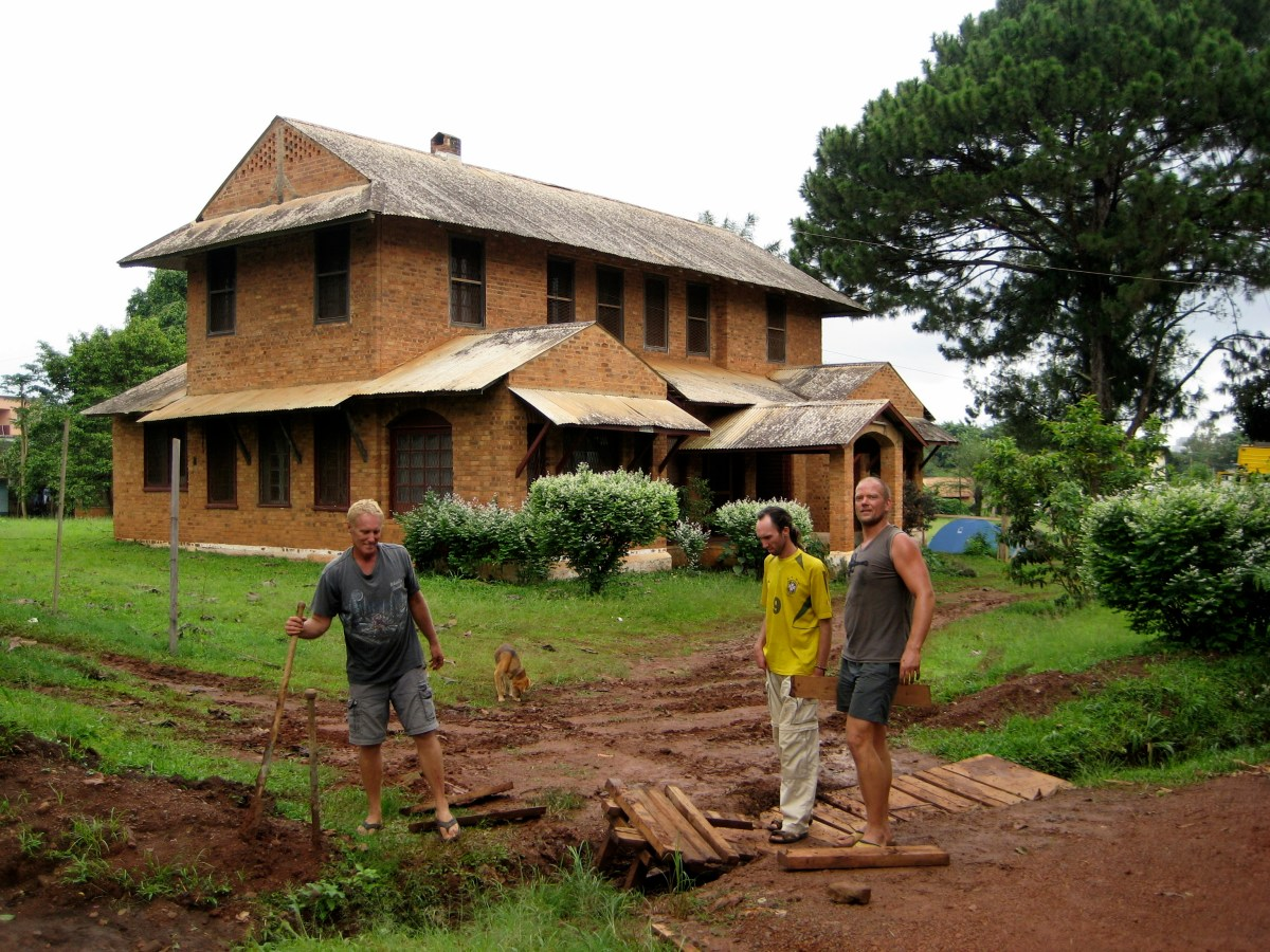 Overlanding, Yaunde, Cameroon