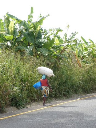 women with heavy load, Angola