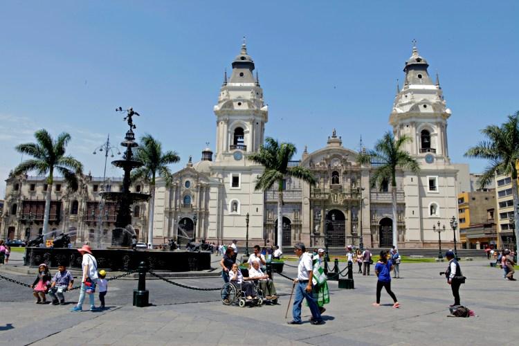 Plaza-de-Armas-Lima-Peru-JoeBaur