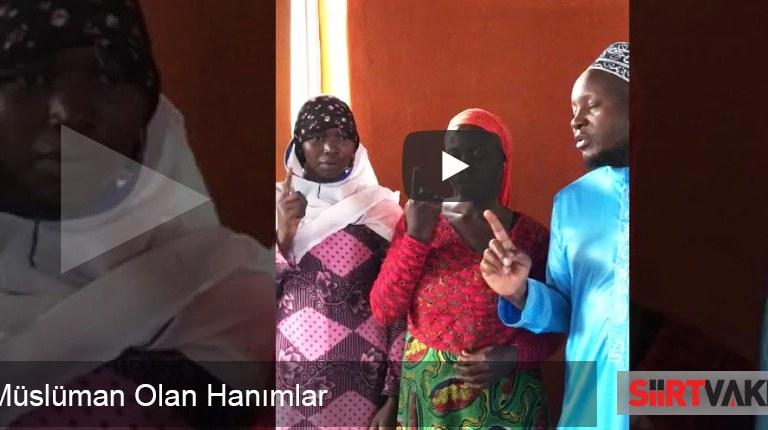 Afrika Uganda'da Müslüman Olan Hanımlar
