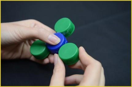 Langkah 3 Cara membuat Fidget Spinner dari tutup botol