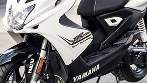 2016-Yamaha-Aerox-R-EU-Absolute-White-Detail-001