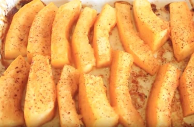 Kürbis im Ofen mit Honigscheiben