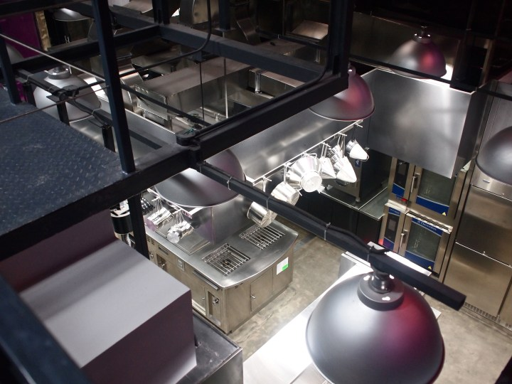 ultraviolet-paul-pairet-shanghai-kitchen-from-above