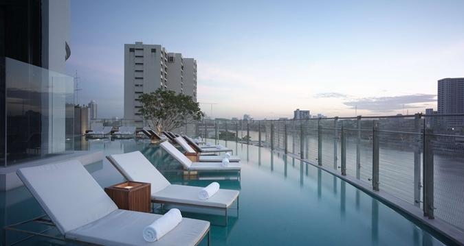 infinity-pool-hotel-bangkok-millennium-hilton-silencio
