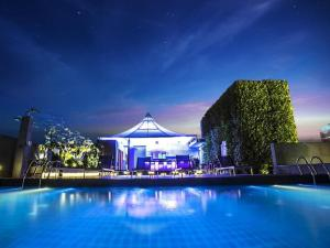 piscine-toit-bangkok-hotel-amara-silencio