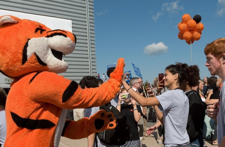 RIT Tiger Walk and New Student Convocation 2017