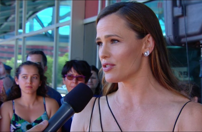Stars Talk about the Foundation at Gala