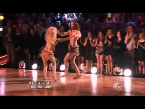 "Nyle Dimarco & Peta Murgatroyd- Samba ""Disney Night"" – Week 4"