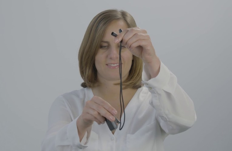 How to wear ConnectClip