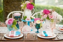 pink-turquoise-table-centerpieces