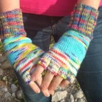 Knitting basic fingerless mitts