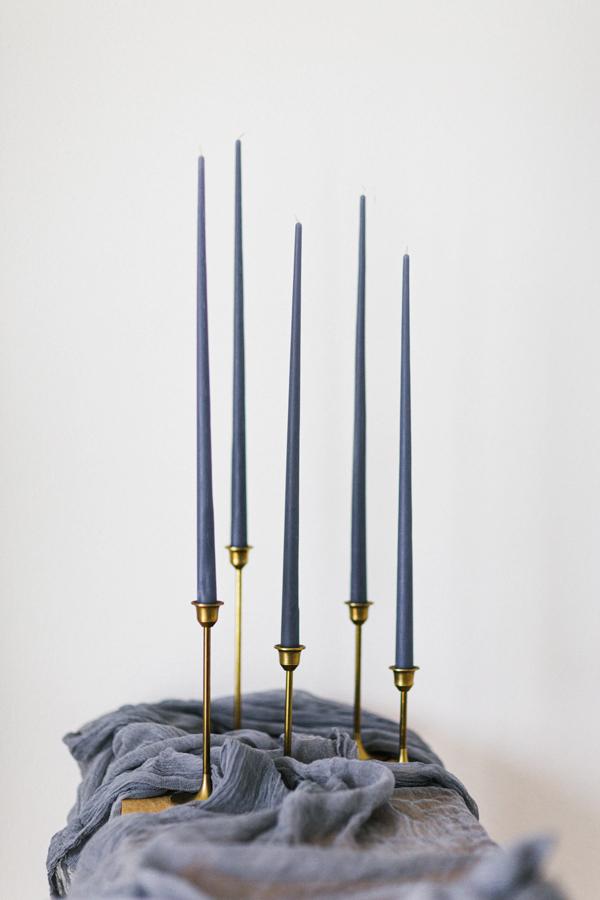 konische Kerzen LILA