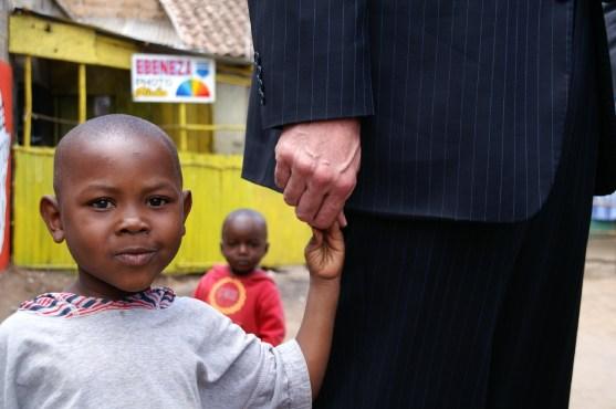 Ambassador Walter Lindner with child in Kibera
