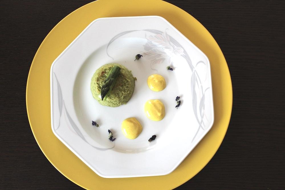 ricetta con gli asparagi tortino di asparagi con salsa alla curcuma
