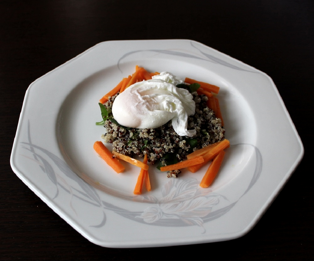 insalata di quinoa e uovo