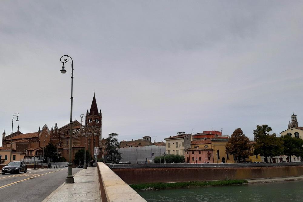 Ponte Navi con la chiesa di San Fermo