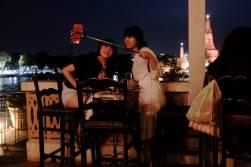 La perche télescopique pour se faire des selfis d'enfer cartonne à mort ici à Bangkok. Ça va sans doute débarquer chez nous...