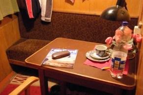 """""""an Bord"""" mit Brille in der Kabine des Steuermanns ..."""