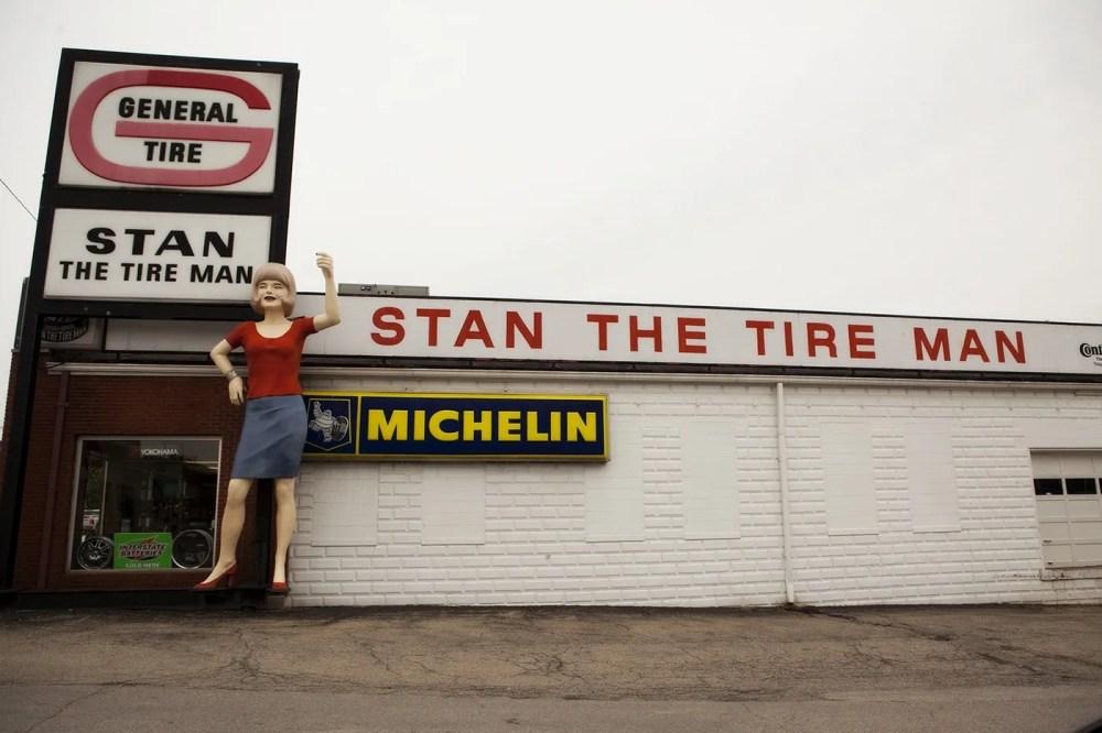 Uniroyal Gal, a Muffler Man-like roadside attraction in Mt. Vernon, Illinois.