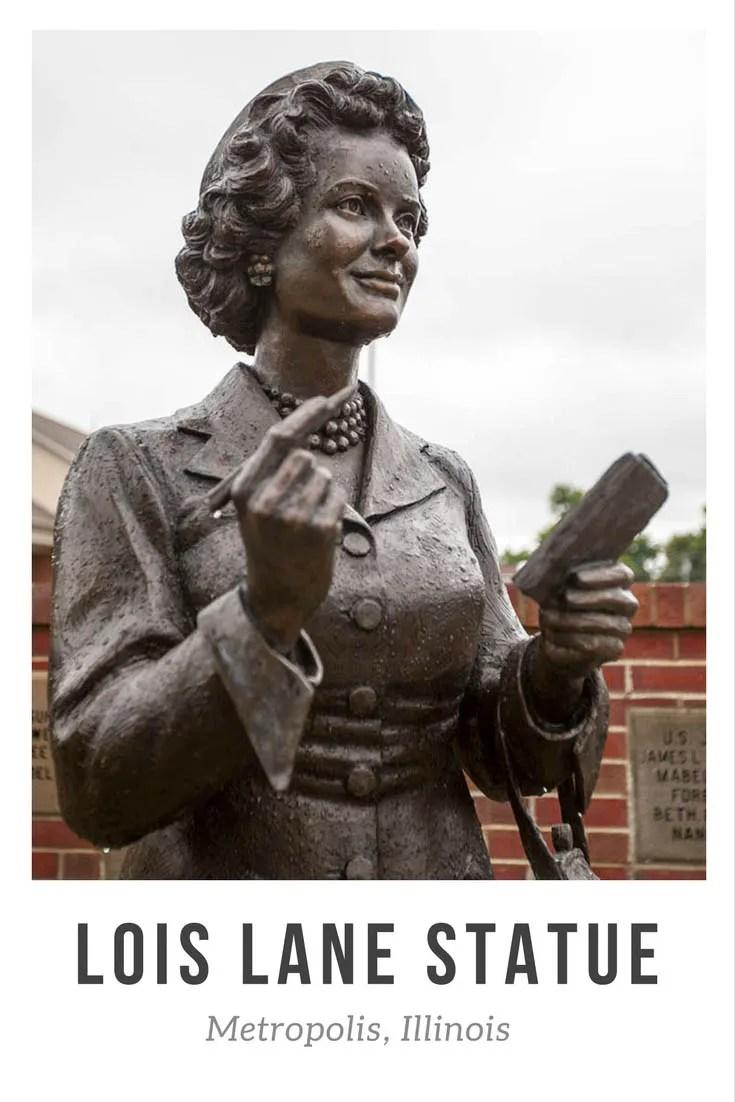 Bronze Superman Lois Lane Statue in Metropolis, Illinois (Noel Neill Statue)