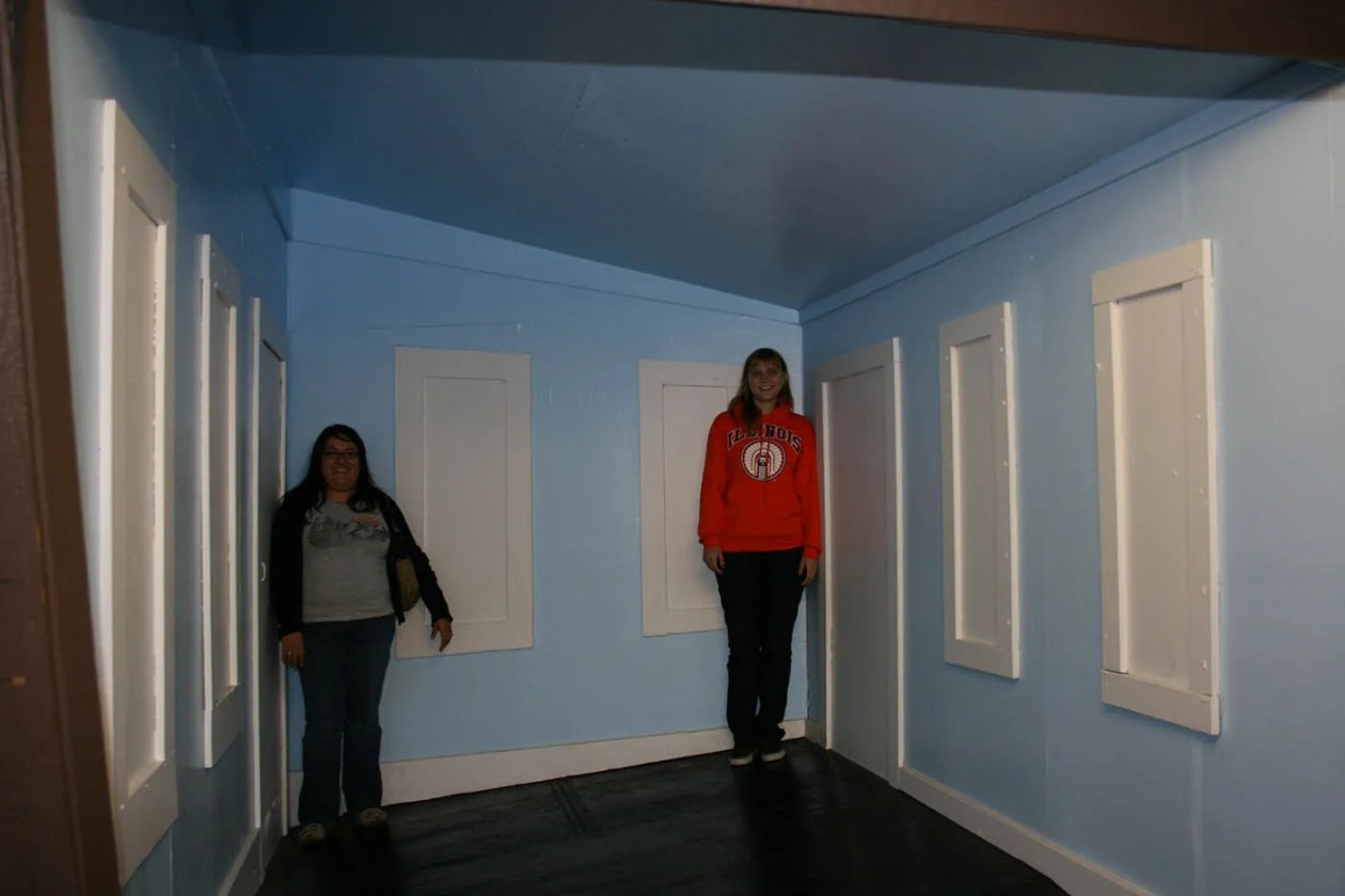 Optical Illusions at Big Mike's Mystery House in Cave City, Kentucky