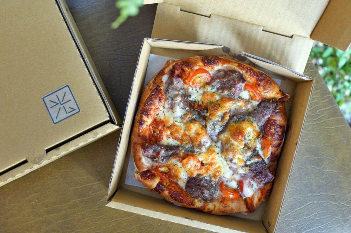 新竹美食│光之食艷室。小小的窗口傳遞溫暖美味的手工現烤披薩與烤盤鬆餅*