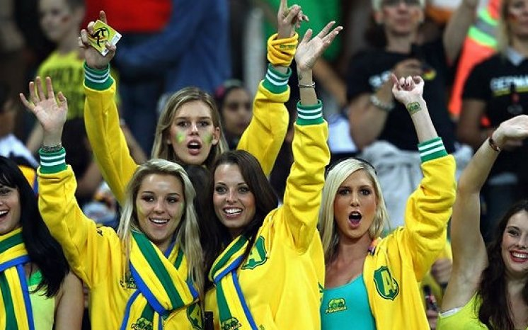 images, pictures and photos of beautiful and hot Australia girls and Australian female Fans In World Cup 2018