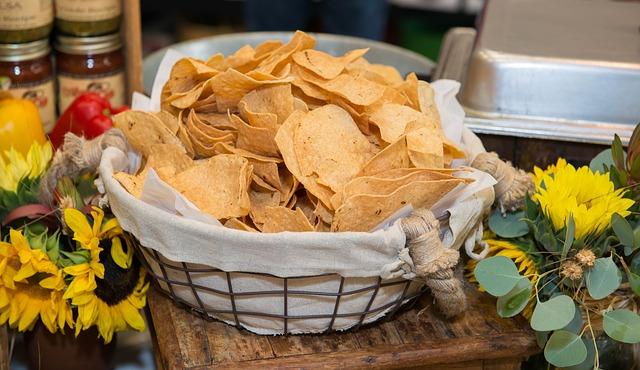 Mexicaanse soep met tortillachips