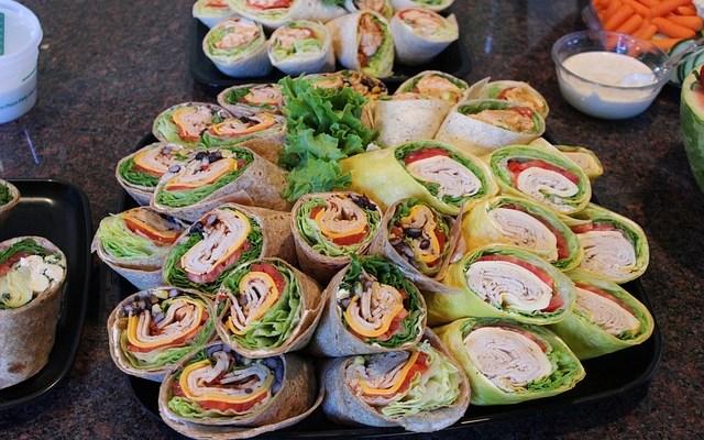 Lekker lunchen: wraps met gerookte kip