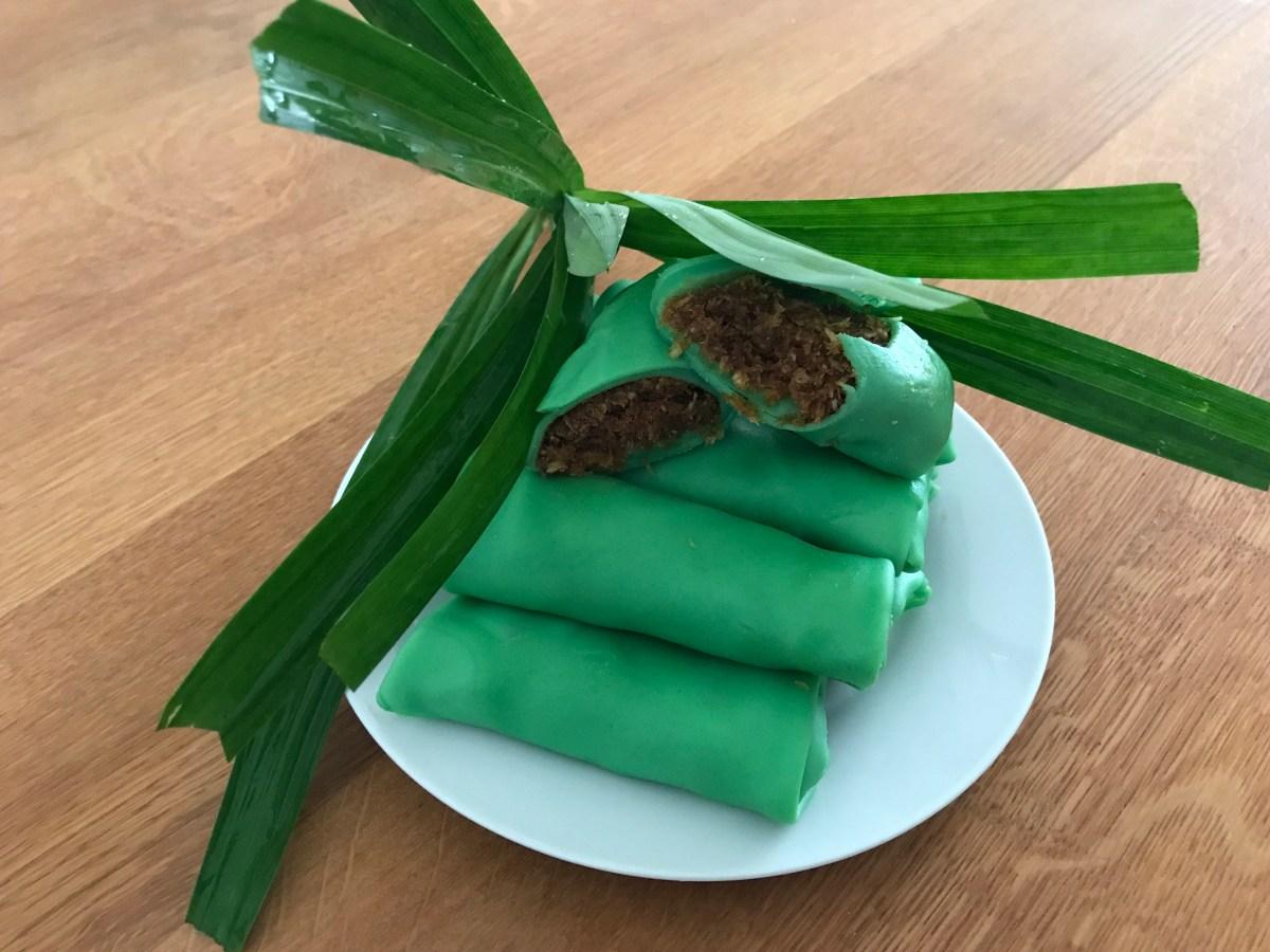 Dadar gulung (zoete Javaanse pandanflensjes met kokosvulling)
