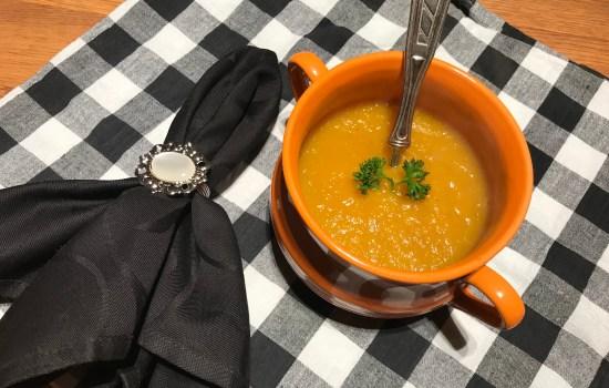 Slowcooker Sunday: wortel pompoensoep met gember