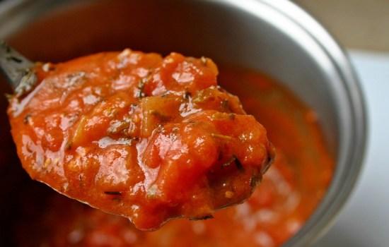 Tomaten-vleessaus: lekker bij de pasta of op de pizza