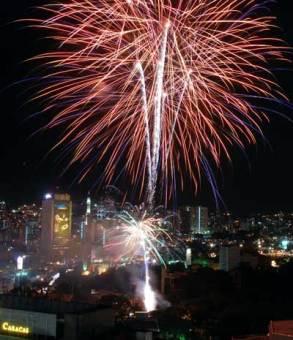 Los venezolanos celebran año nuevo lanzando fuegos artificiales, el 6 de Enero de 2008, Distrito Capital, Venezuela. Foto: Calixto N. Llanes/Juventud Rebelde (CUBA)