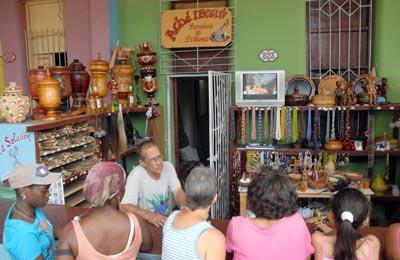 Venta de artículos religiosos, el 5 de Febrero de 2011, La Habana, Cuba. Foto: Calixto N. Llanes/Juventud Rebelde (CUBA
