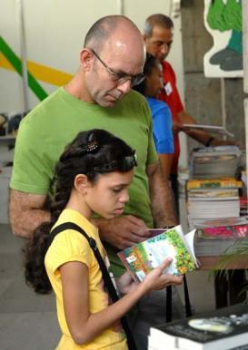 La familia cubana inundó el Pabellón Cuba, espacio de los niños y jóvenes durante la 20 Feria Internacional del Libro, el 10 de Febrero de 2011, La Habana, Cuba. Foto: Calixto N. Llanes/Juventud Rebelde (CUBA)