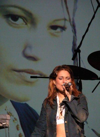 La cantante Dayani Lozano durante un concierto en el Teatro Nacional, el 10 de Febrero de 2004, La Habana, Cuba. Foto: Calixto N. Llanes/Juventud Rebelde (CUBA)