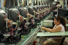 La mujeres cubana esta ligada directamente a la producción industrial, el 30 de Junio de 2010, La Habana, Cuba. Foto: Calixto N. Llanes/Juventud Rebelde (CUBA)