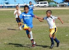 Niños cubanos juegan fútbol en la Ciudad Deportiva, el 12 Marzo de 2011, La Habana, Cuba. Foto: Calixto N. Llanes/Juventud Rebelde (CUBA)