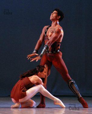"""Carlos Acosta y Nina Kaptsova del Ballet Bolshoi y interpretan """"Espartaco"""" durante el 21 Festival Internacional de Ballet de La Habana, el 6 de Noviembre de 2008, La Habana, Cuba. Foto: Calixto N. Llanes/Juventud Rebelde (CUBA)"""
