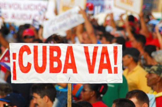 """""""Cuba va"""" se lee en un cartel durante el desfile el 1 de Mayo de 2007, La Habana, Cuba. Foto: Calixto N. Llanes/Juventud Rebelde (CUBA)"""
