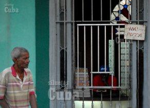 """""""Hay Pizza"""" se lee en la Cafetería de un trabajador por cuenta propia, el 2 de Febrero de 2011, La Habana, Cuba. Foto: Calixto N. Llanes/Juventud Rebelde (CUBA)"""