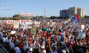 El pueblo capitalino desfila en la Plaza de la Revolución el 1 de Mayo de 2011, La Habana, Cuba. Foto: Calixto N. Llanes/Juventud Rebelde (CUBA)