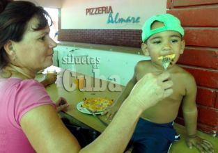 """Pizzería """"Alamare"""" en Guanabo, el 16 de Junio de 2011, La Habana, Cuba. Foto: Calixto N. Llanes/Juventud Rebelde (CUBA)"""