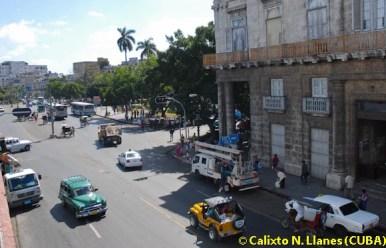 Vehículos transitan cerca del Parque Central, el 3 de Marzo de 2011, La Habana, Cuba. Foto: Calixto N. Llanes (CUBA)