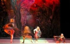 Cuadros en una exposición, interpretada por bailarines del Ballet Nacional de Cuba durante el 20 Festival Internacional de Ballet de La Habana, el viernes 3 de Noviembre de 2006, La Habana. Foto: Calixto N. Llanes (CUBA)