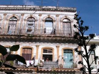 Edificio antiguo en La Habana Vieja, el 4 de Enero de 2007, La Habana, Cuba. Foto: Calixto N. Llanes (CUBA)
